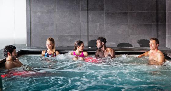 Prime_piscina_idromassaggio_benessere